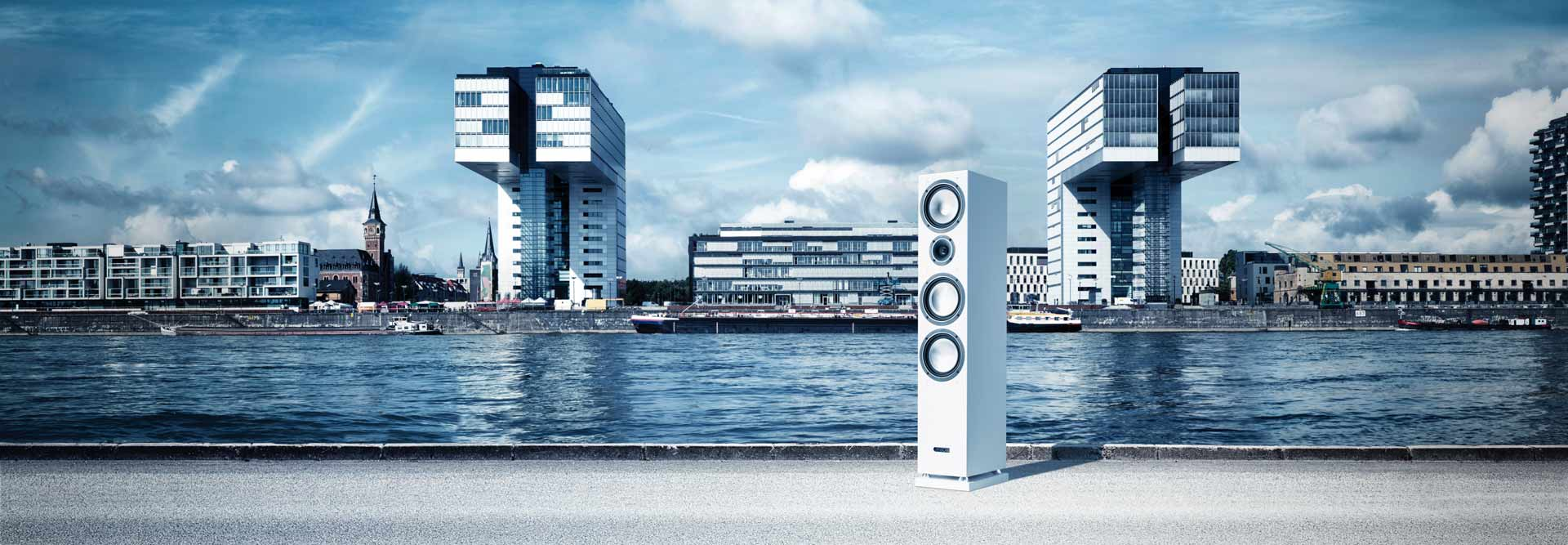 Loudspeaker in front of a river